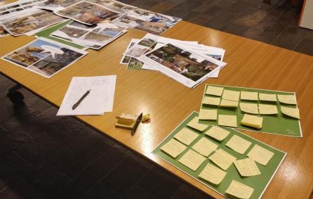 Post-its, fotos en flyers met ideeën voor het Glashoes