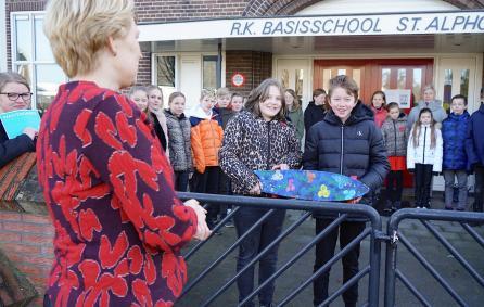 basisschoolleerlingen met wasteboard