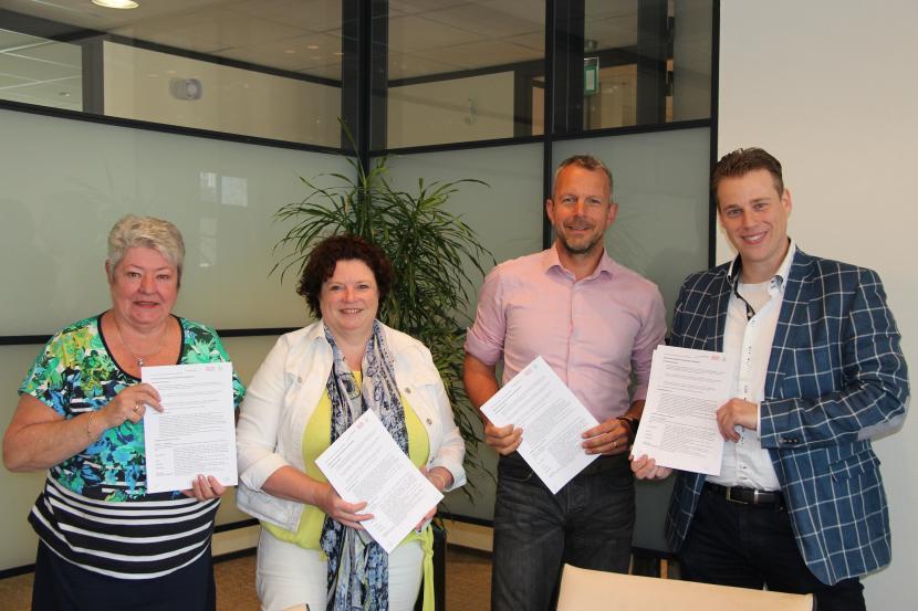 Ondertekening dienstverleningsovereenkomst Reiskoffer